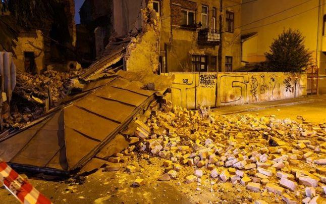 O clădire monument istoric s-a prăbuşit în Bucureşti. Şase persoane au fost evacuate