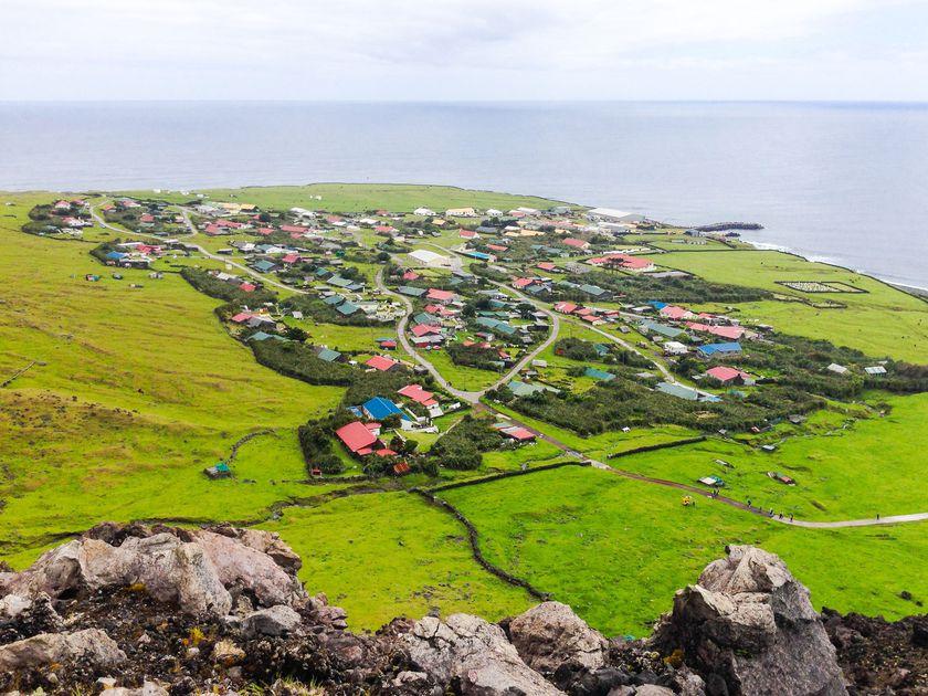 Cum îşi petrec timpul locuitorii celei mai izolate insule din lume. Acolo nu există cazuri de COVID-19