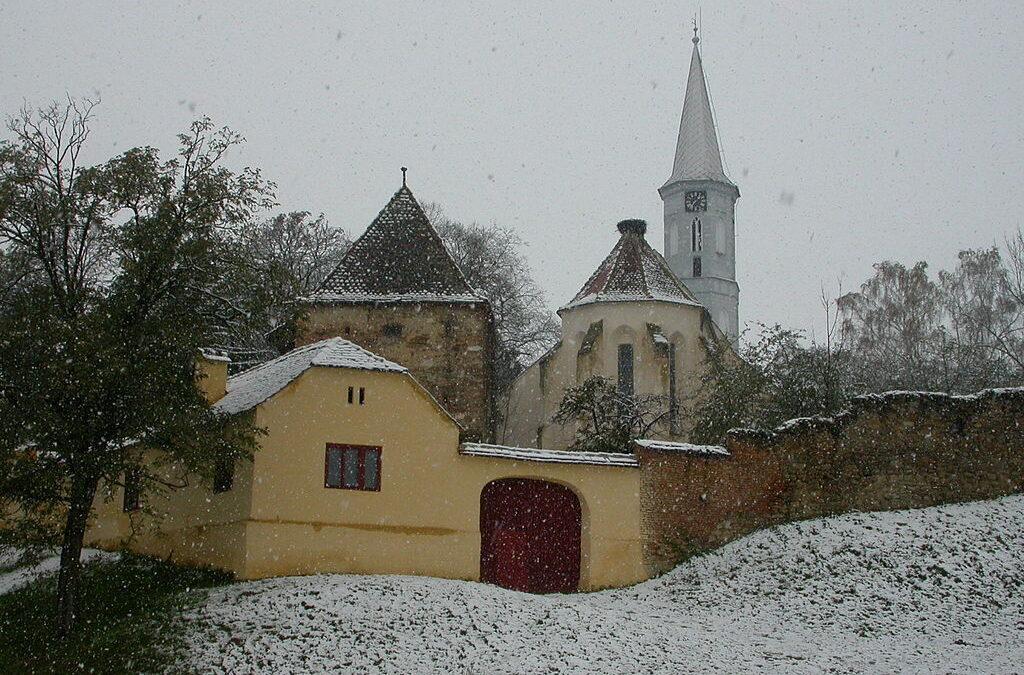 Tavanul Bisericii din Alţâna, monument istoric construit în secolul al XVI-lea, s-a prăbuşit
