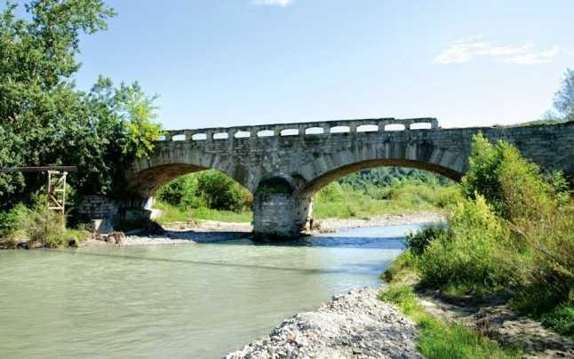 Podul lui Cuza de la Câmpina, vechi de 150 de ani, s-a prăbușit