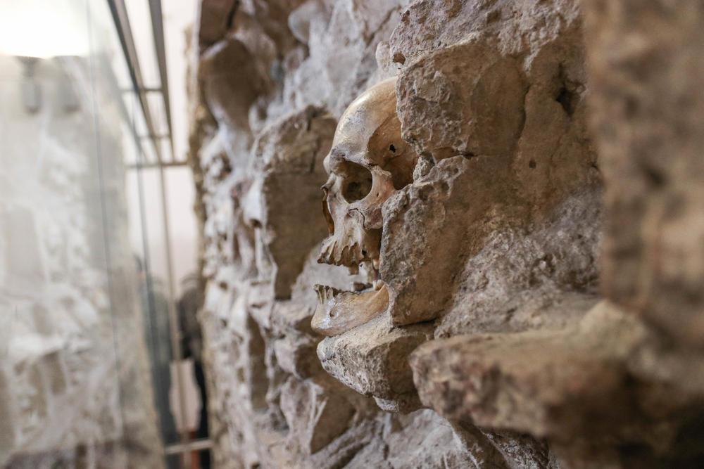 Turnul craniilor: povestea monumentului creat să înspăimânte și care a ajuns să insufle curaj