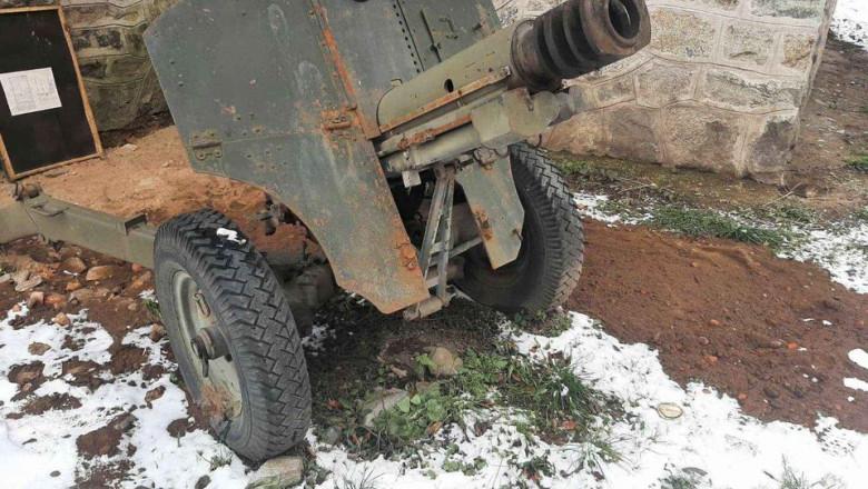 În România tunuri din al Doilea Război Mondial se vând pe Facebook. Câți bani a cerut proprietarul?