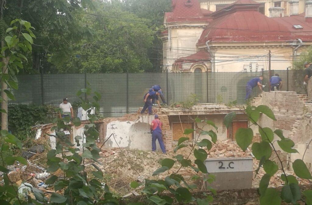 Șase persoane cercetate în dosarul demolării clădirii istorice din strada Visarion