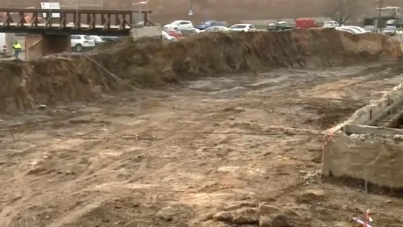 Biserică veche de sute de ani, dezgropată la Oradea! Muncitorii săpau pentru o parcare modernă