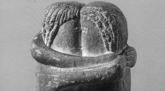 """""""Sărutul"""", celebra sculptură a lui Brâncuși, ar putea să fie luată din cimitirul Montparnasse"""