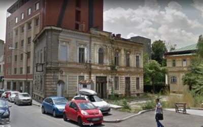O frumoasă casă de lângă biserica Sfântul Iosif din București a fost pusă la pământ / Autorizația, dată tot de administrația Firea