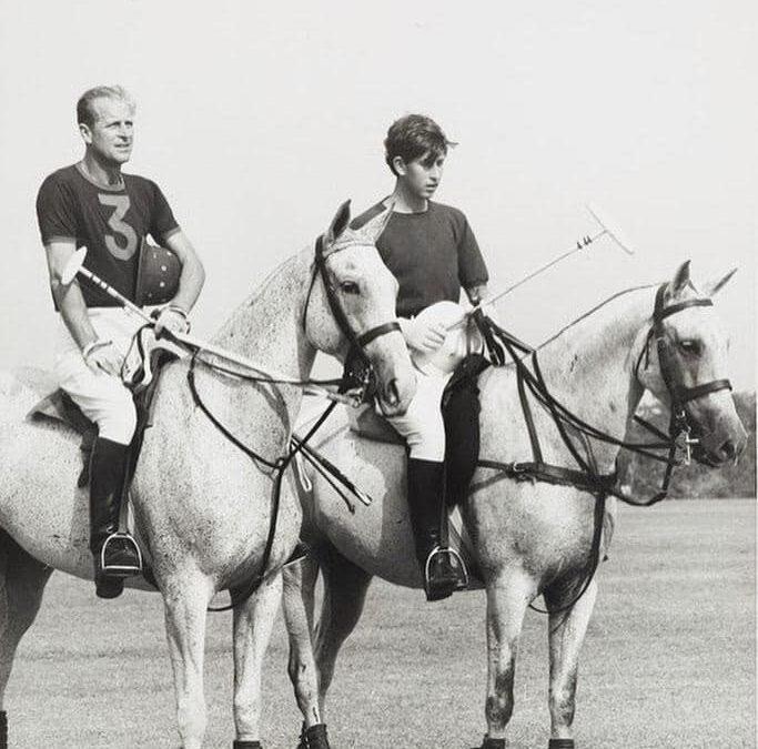 Imagini inedite cu prințul Philip și strănepoții săi, distribuite pe rețelele de socializare de Familia Regală Britanică