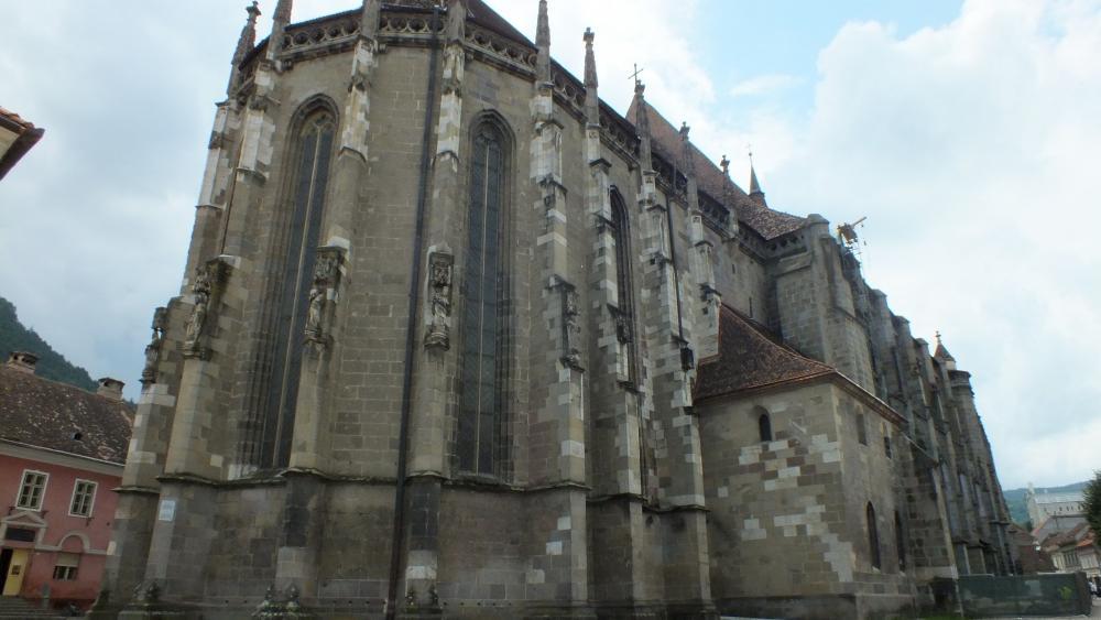 Cum a ajuns cel mai cunoscut lăcaş de cult din Brașov să se numească Biserica Neagră