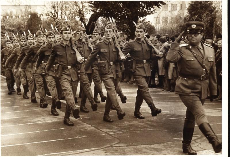 """""""Să nu mai prind picior de soldat nebărbierit prin unitate!"""" Perle din Armata Română!"""