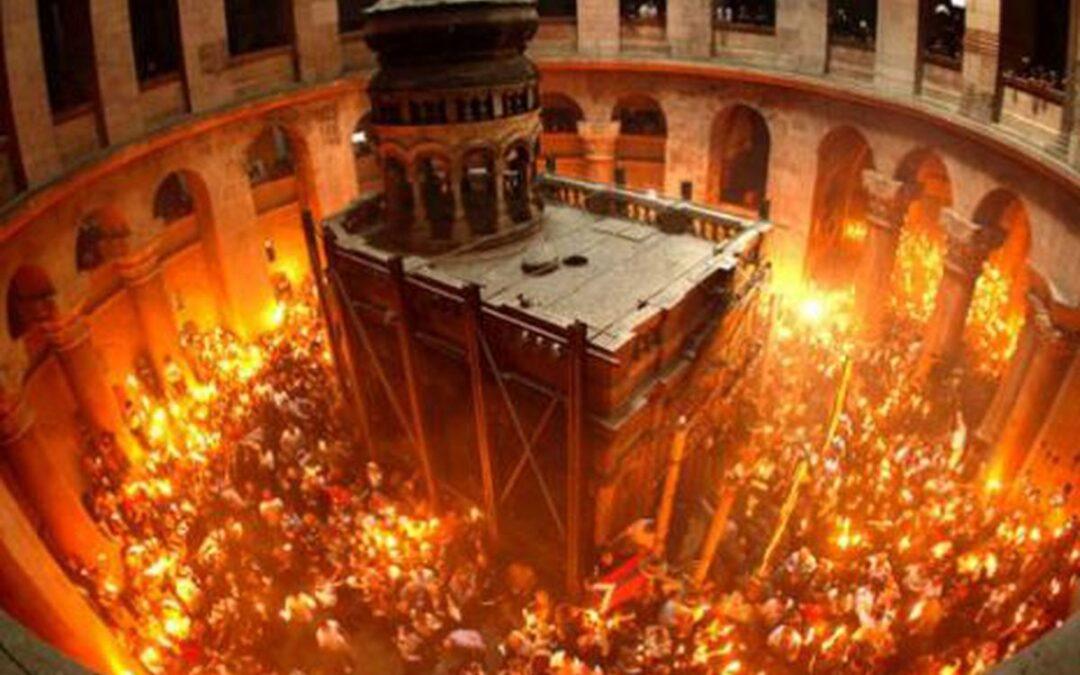 MIRACOLUL de la Ierusalim: Lumina  pogorâtă în Sfântul Mormânt al lui Iisus.