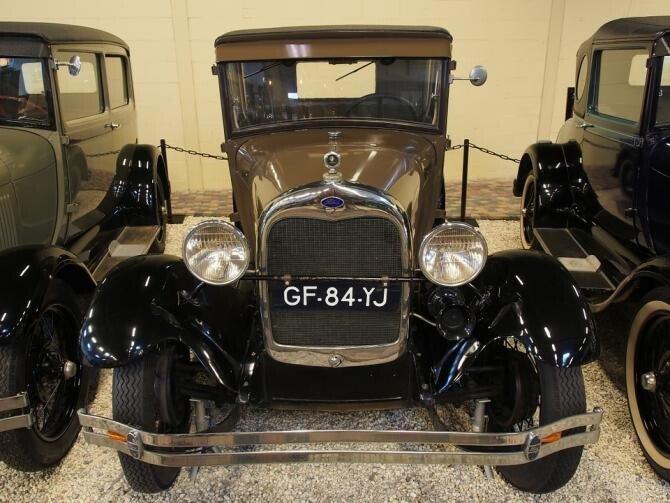 Prințul Philip, primul membru al Familiei Regale britanice care și-a cumpărat o mașină second hand!
