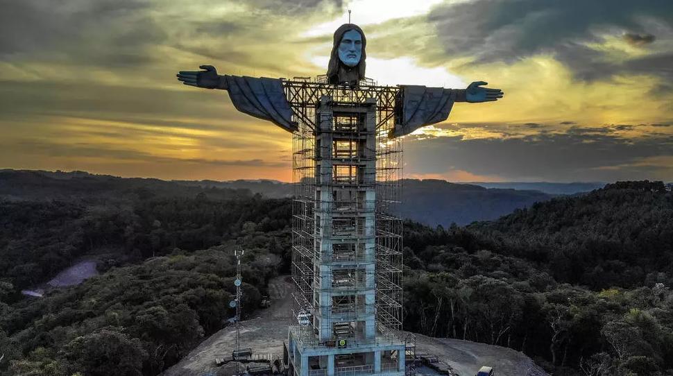 O statuie a lui Isus mai înaltă decât cea din Rio de Janeiro este construită în Brazilia