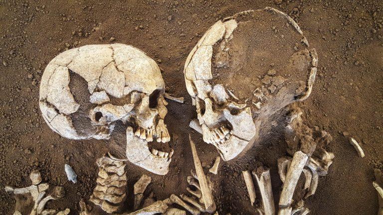 """""""Îndrăgostiții/ amanții din Valdaro"""" – o îmbrățișare care durează de 6.000 de ani!"""