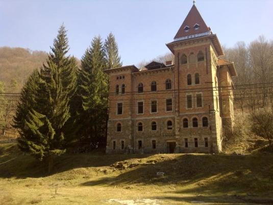 Castel ridicat de un fost premier al României în Apuseni acum de peste 80 de ani, primește o nouă șansă după ce a aproape a ajuns o ruină