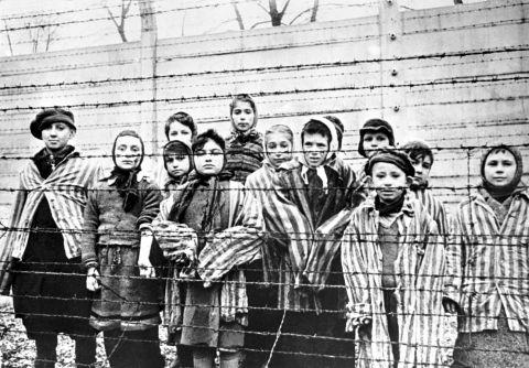 A murit ultimul eliberator supraviețuitor de la Auschwitz. Avea 98 de ani