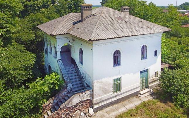 Conacul Niculescu-Dorobanţu, moşie boierească în apropiere de Bucureşti, se vinde. Cât costă domeniul