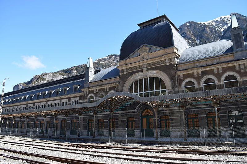 """Gara Canfranc, cea mai """"ghinionistă"""" gară din Europa primește o nouă viață"""
