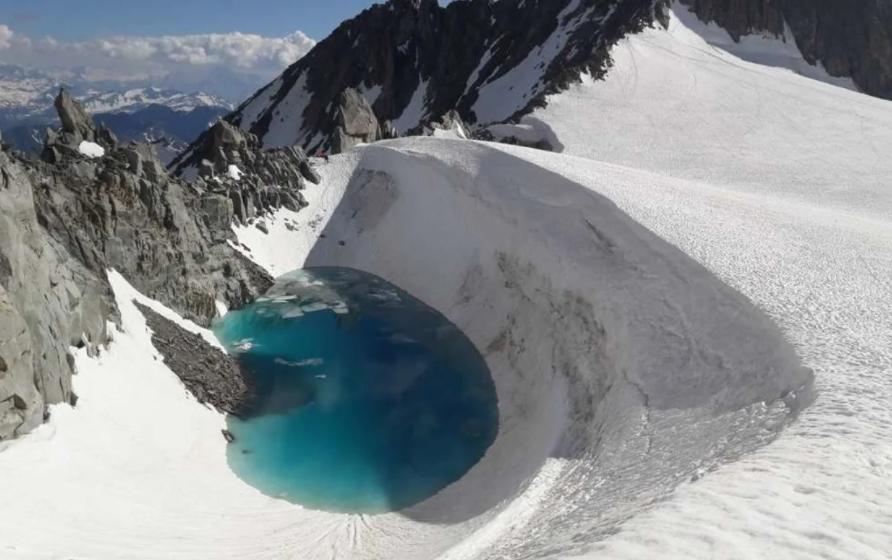 Topirea ghețarilor a dus la crearea a peste 1.000 de noi lacuri în Alpii Elvețieni în mai puţin de două secole