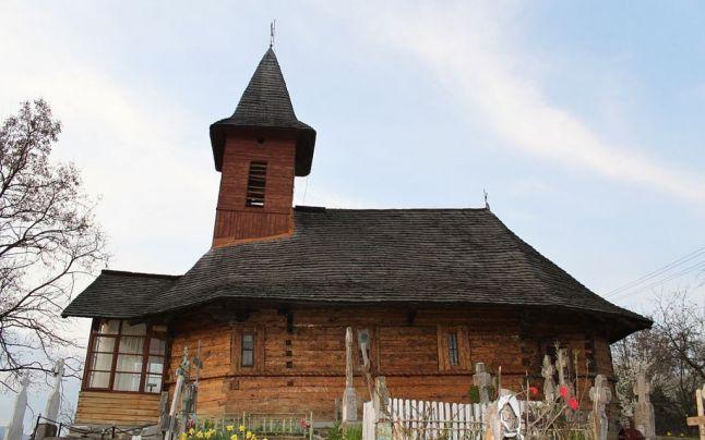 Povestea bisericii din lemn din Muşăteşti – are aproape 300 de ani