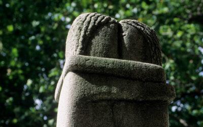 """""""Sărutul"""", celebra sculptură a lui Brâncuși din Cimitirul Montparnasse, nu va ajunge în Rusia"""